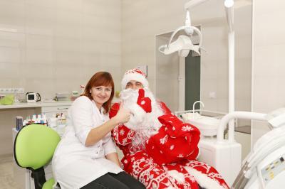 Дед мороз в стоматологии Гармония в Феодосии